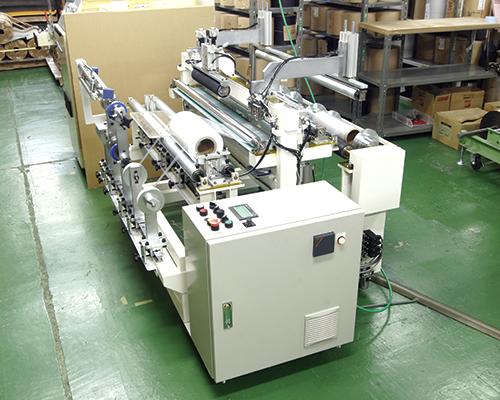 マスカーテープの製造、テープの貼り合せを行います。